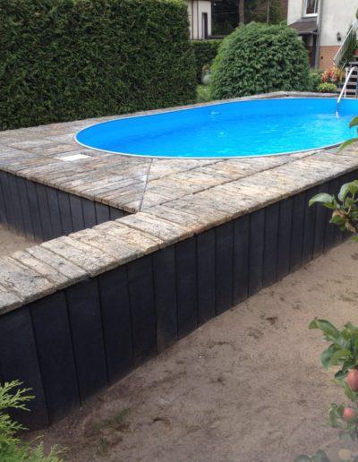 Poolbecken oval mit Timberstone Pflastersteinen